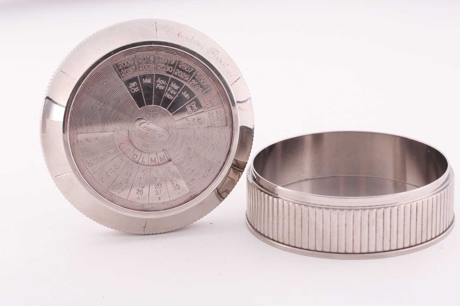 A Cartier chrome desk calender, with adjustable year, month, and date dial to lid, 8 cm diameter, - Image 4 of 5