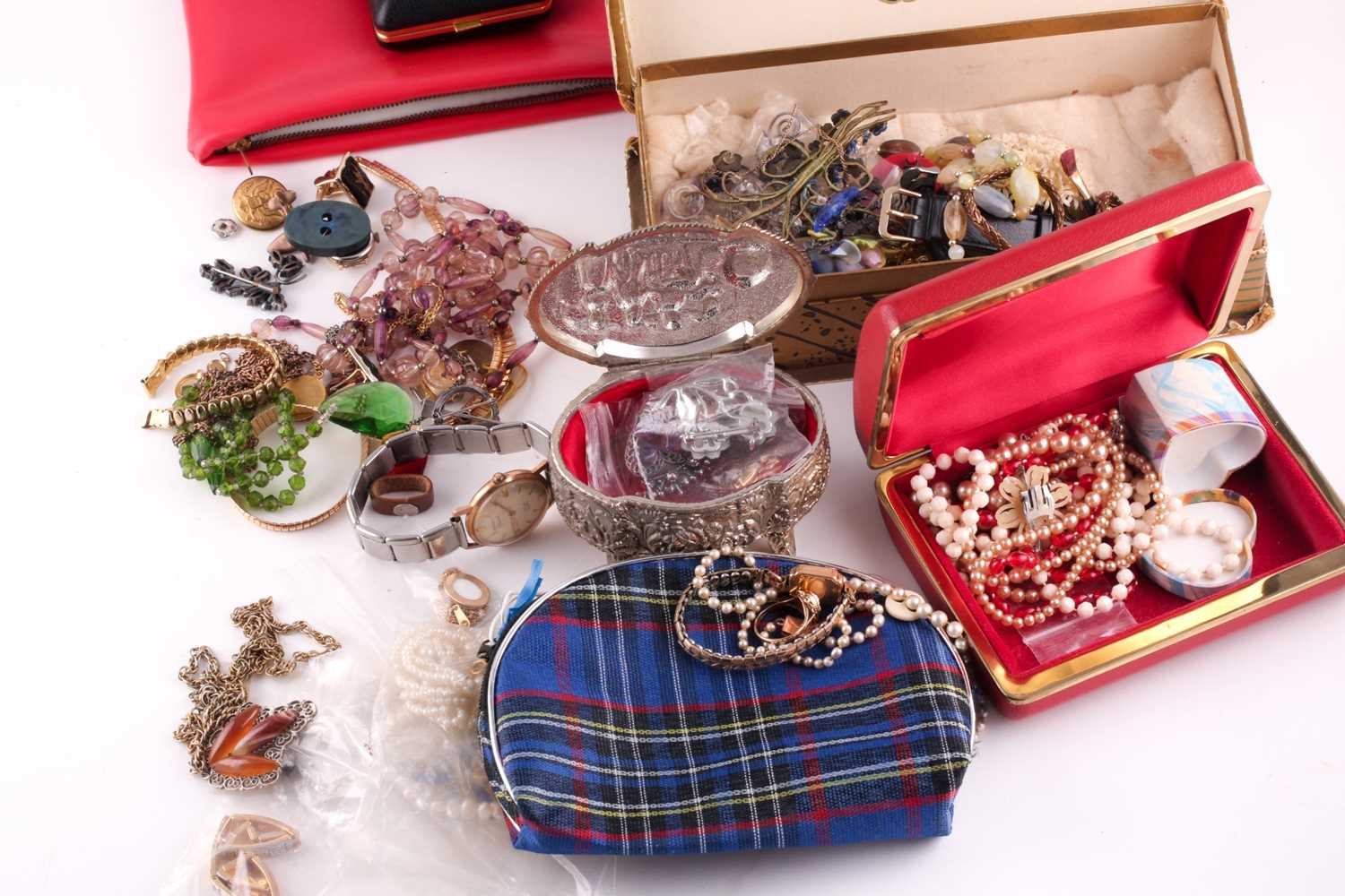 A quantity of gold, yellow metal and costume jewellery, including a 9 carat gold wristwatch, two