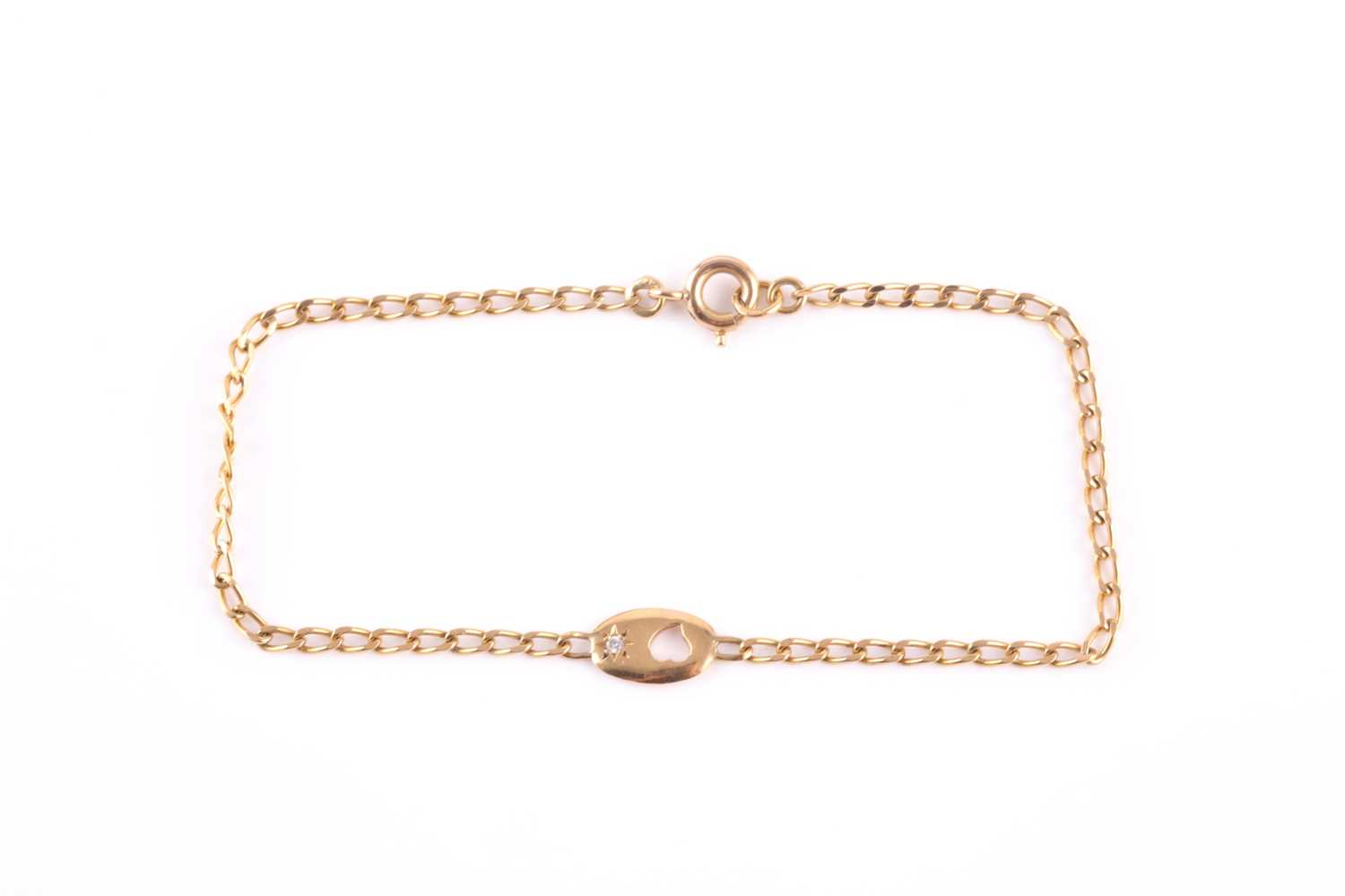 An 18ct yellow gold bracelet, with a small oval pendant loop inset with a small white stone, 18 cm - Image 3 of 3