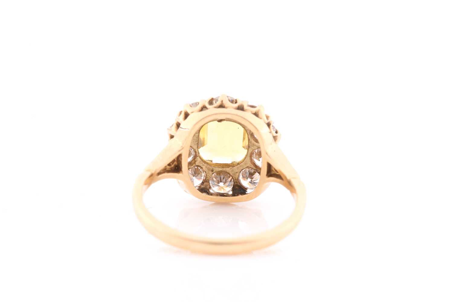 An 18ct yellow gold, diamond, and yellow sapphire dress ring, set with an emerald-cut sapphire of - Image 4 of 4