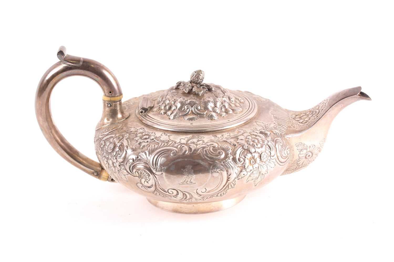 A William IV silver teapot, London 1830 by Joseph Angell, of squat form with repoussé foliate - Image 2 of 5