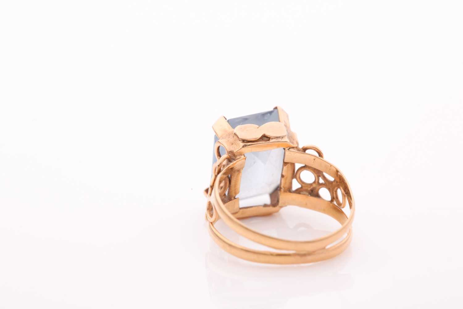 A single stone aquamarine dress ring, the rectangular mixed cut aquamarine in four claw mount to a - Image 2 of 4