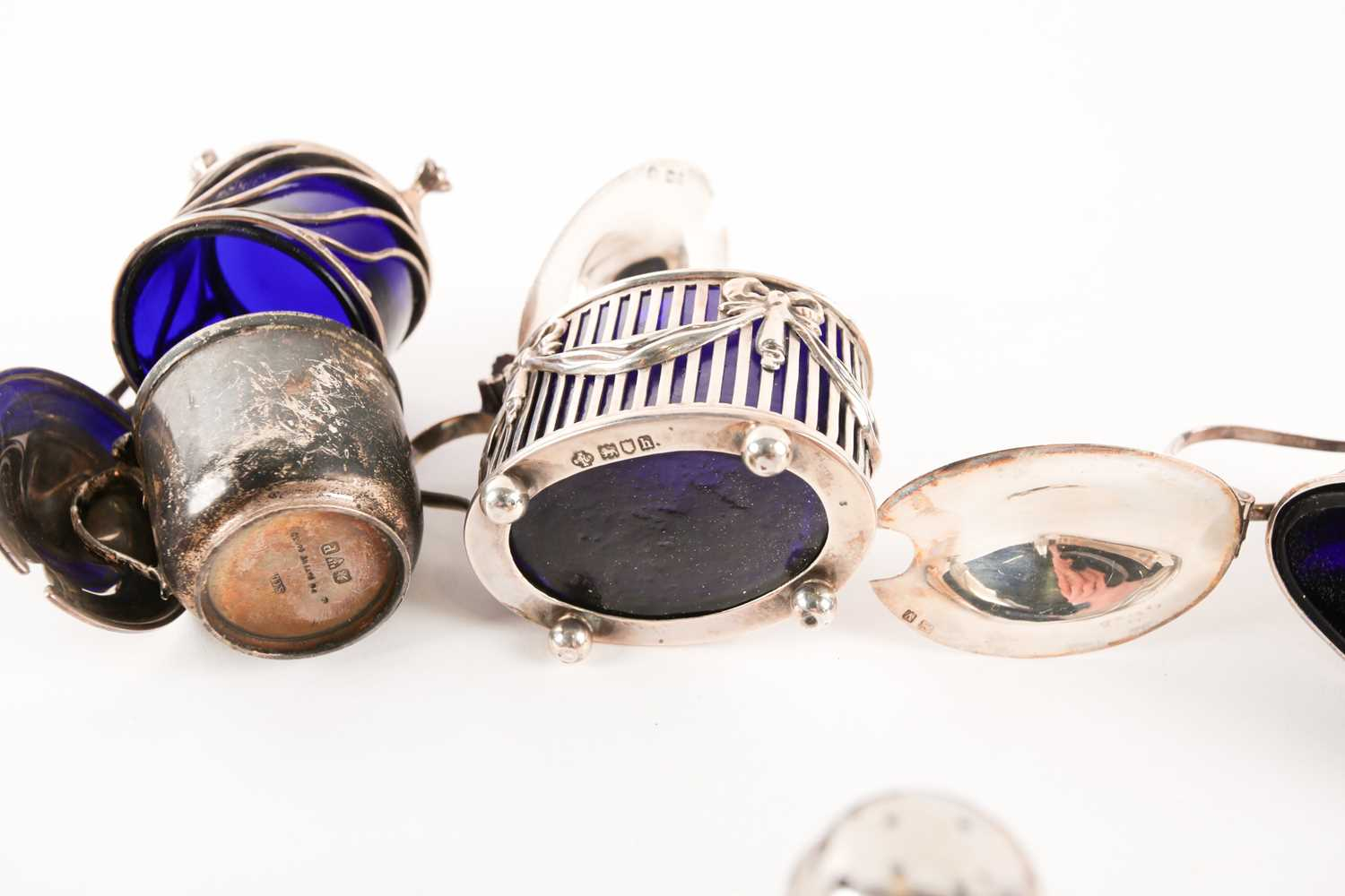 A collection of silver cruet items including lidded mustards, peppers and salts. Mixed makers and - Image 3 of 4