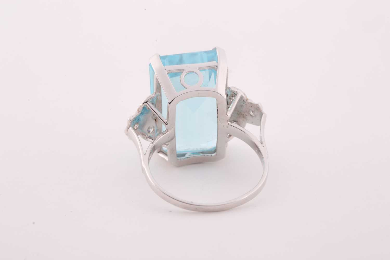 A diamond and blue topaz cocktail ring, set with a mixed rectangular-cut topaz, measuring - Image 2 of 4