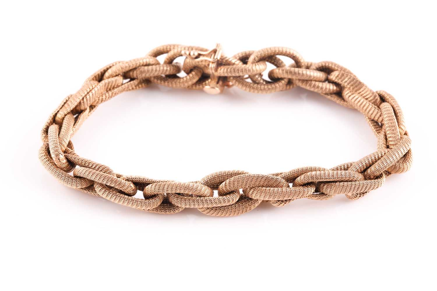 A late 19th / early 20th century 18ct yellow gold mesh-link bracelet, comprised of rope-twist oval