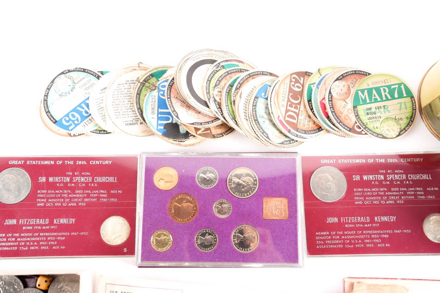A large quantity of loose coins, to include a quantity of Victorian bun head and later pennies and - Image 3 of 5