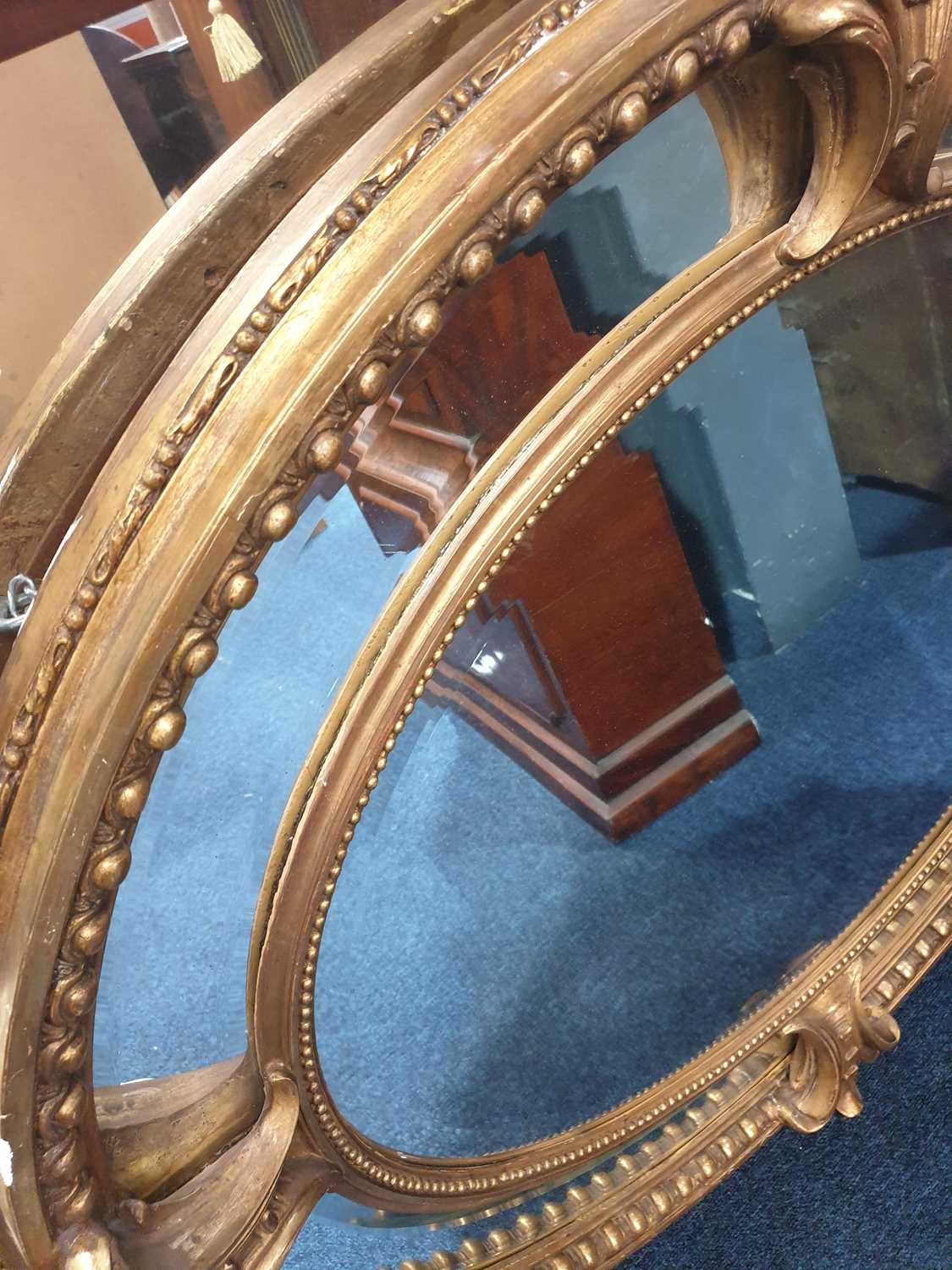 A Victorian carved wood and gilt gesso oval wall mirror with cartouch decoration and an outer border - Image 3 of 10