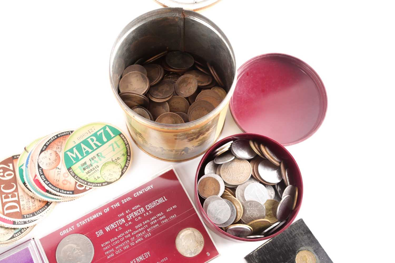 A large quantity of loose coins, to include a quantity of Victorian bun head and later pennies and - Image 2 of 5