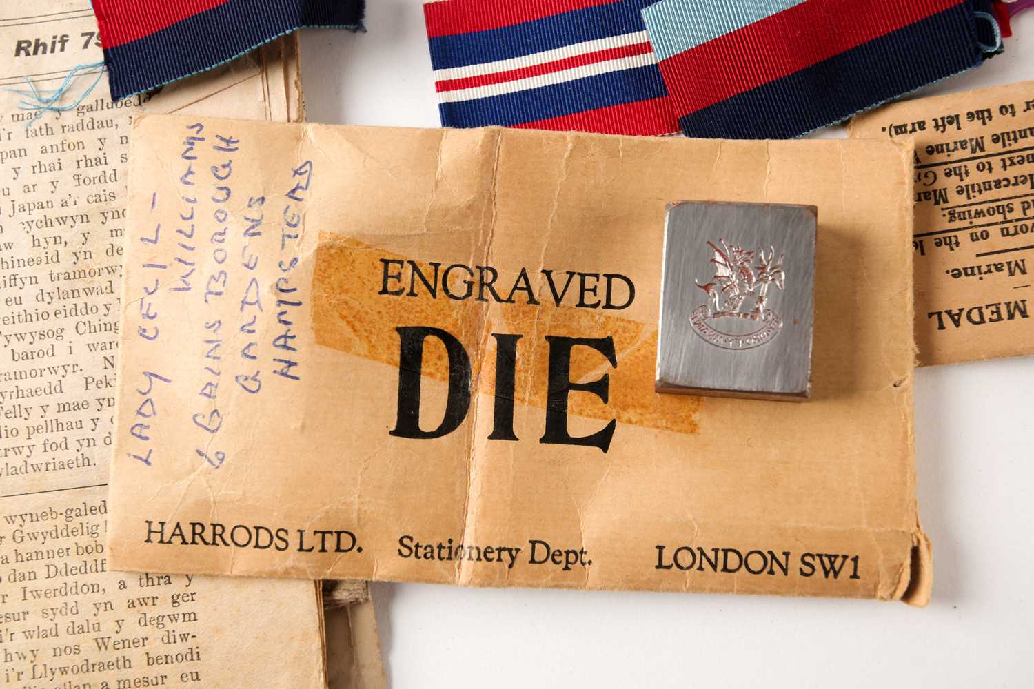 A mixed group of WWI and WWII medals, some grouped, to include a WWI Campaign and Victory medal to - Image 10 of 80