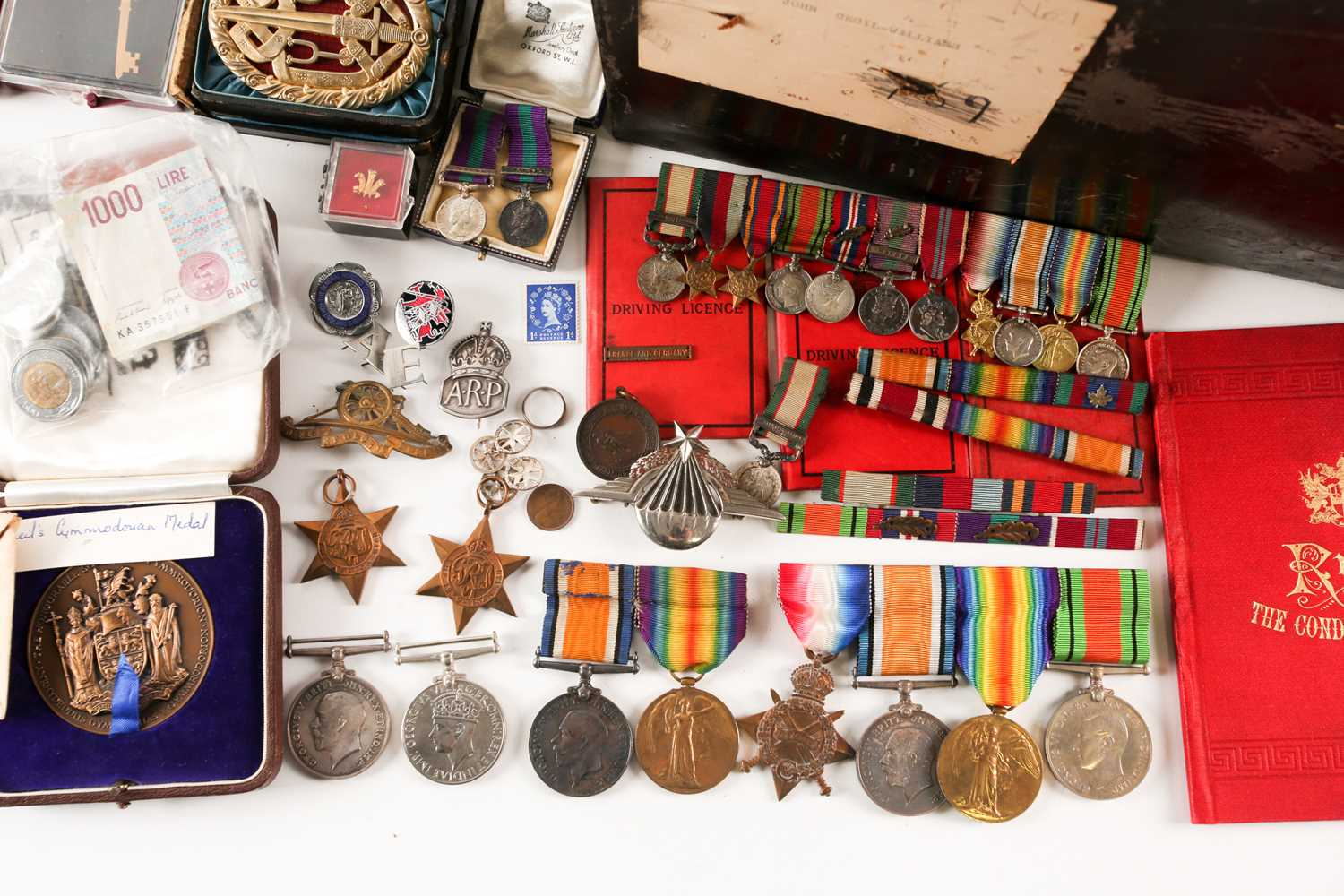 A mixed group of WWI and WWII medals, some grouped, to include a WWI Campaign and Victory medal to - Image 8 of 80