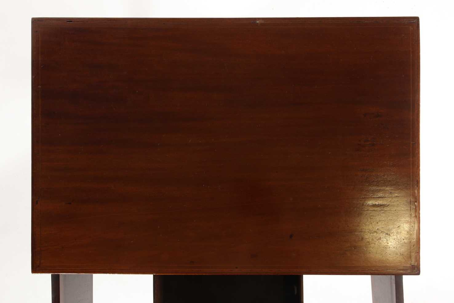An Edwardian satinwood and tulipwood banded mahogany caddy topped kneehole dressing table with one - Image 4 of 5