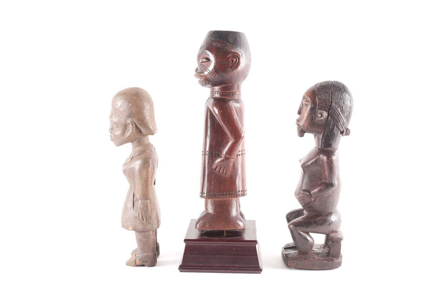 A Baule hermaphrodite seated figure, Ivory Coast, with linear carved coiffure and beard, the hands - Image 3 of 4