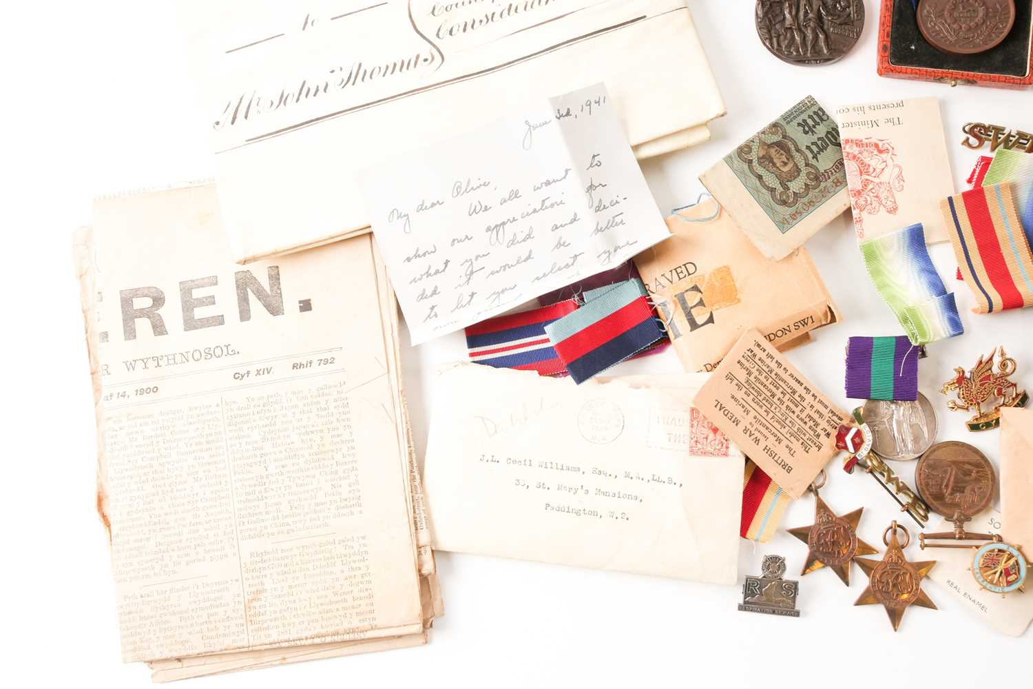 A mixed group of WWI and WWII medals, some grouped, to include a WWI Campaign and Victory medal to - Image 2 of 80