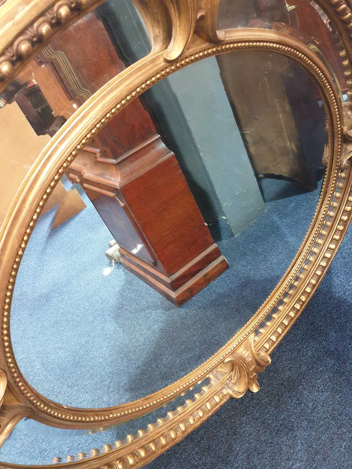 A Victorian carved wood and gilt gesso oval wall mirror with cartouch decoration and an outer border - Image 8 of 10