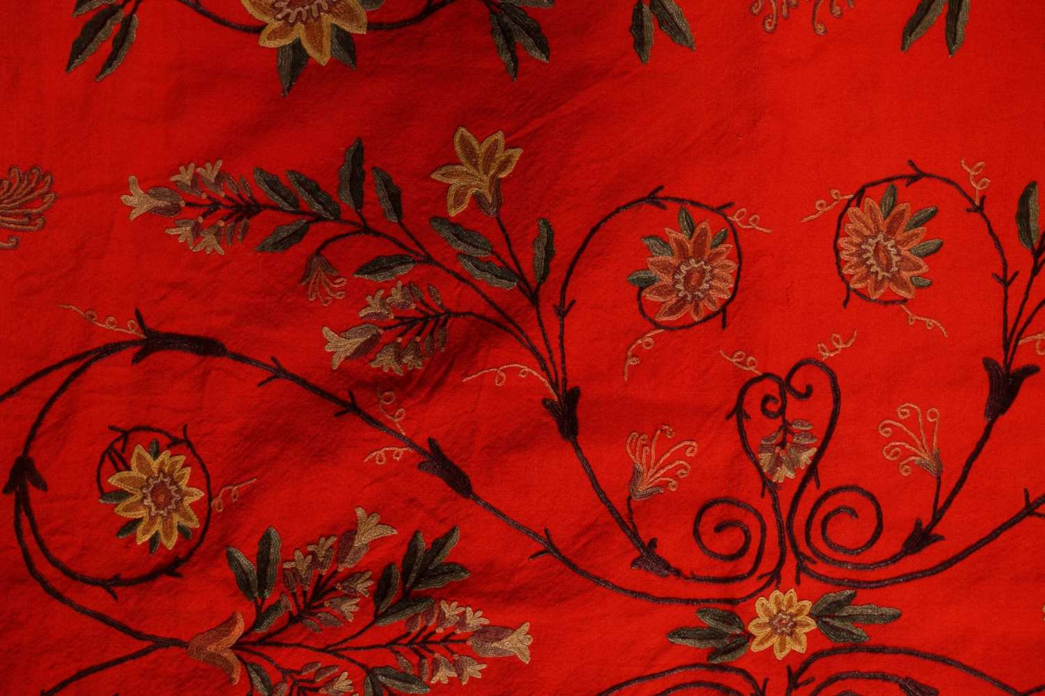 A 20th-century rectangular red ground Kashmiri wall hanging with needlework palmated flowering - Image 3 of 4