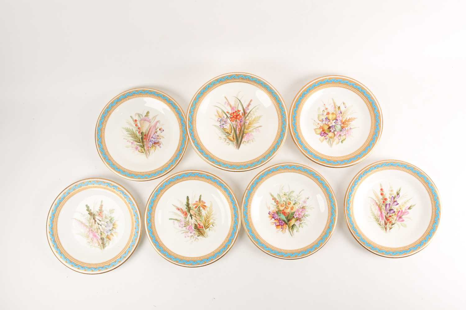 A 19th century Worcester porcelain part fruit set, comprising a tazza and six plates, (23.5 cm - Image 6 of 8