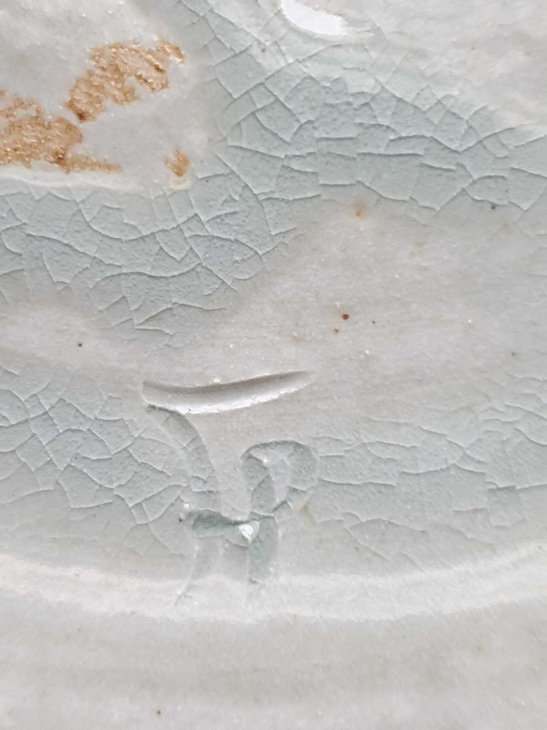Four pieces of British studio pottery, comprising a jardiniere (19 cm high x 31 cm wide), a - Image 4 of 8