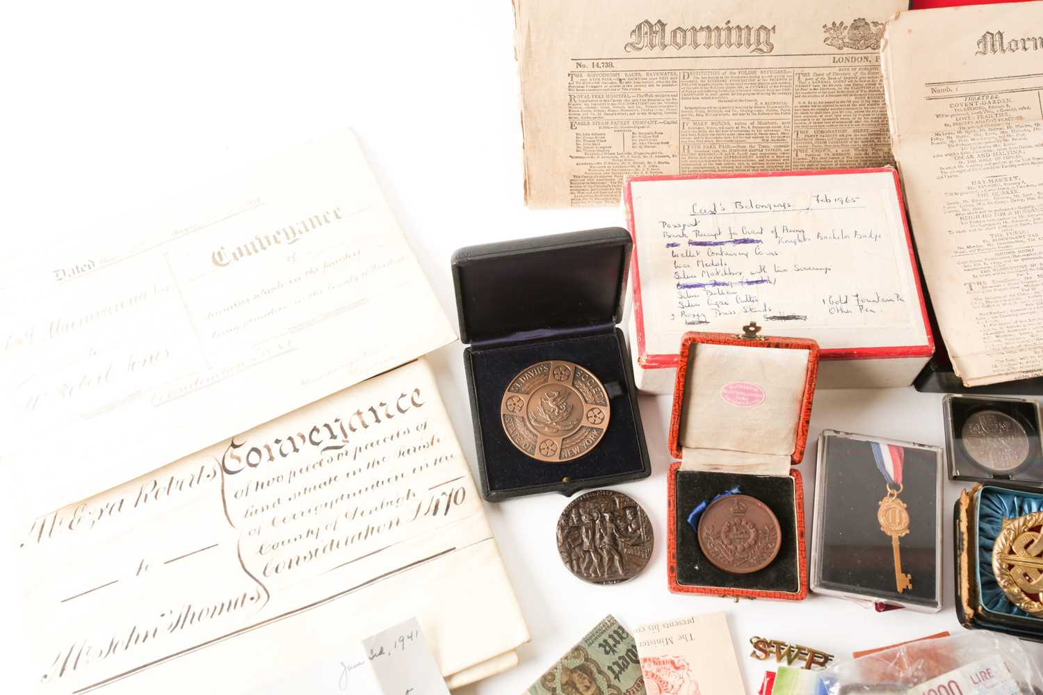 A mixed group of WWI and WWII medals, some grouped, to include a WWI Campaign and Victory medal to - Image 3 of 80
