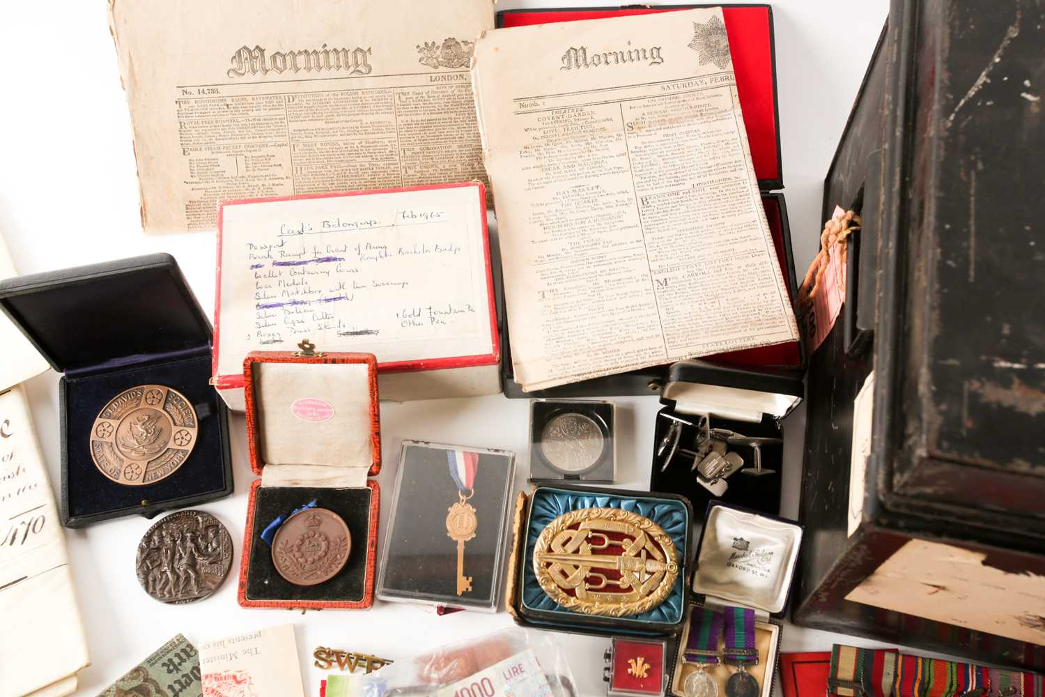 A mixed group of WWI and WWII medals, some grouped, to include a WWI Campaign and Victory medal to - Image 4 of 80