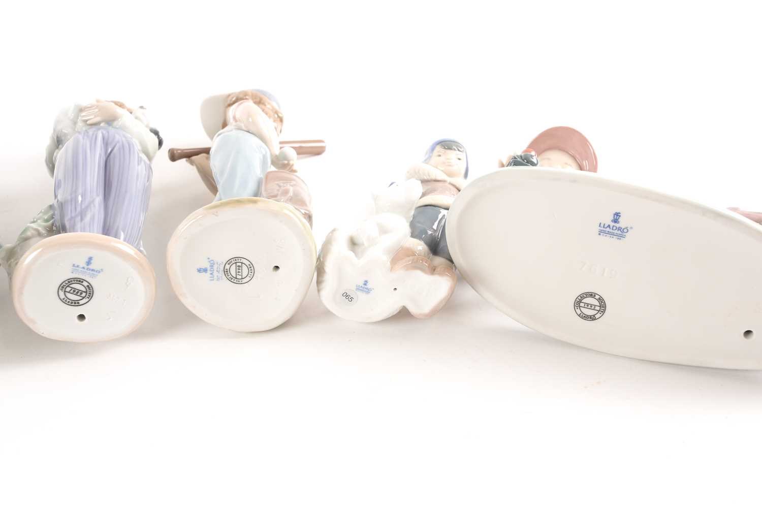 Seven Lladro figures, five of which are annual Lladro Society, tallest 26.5cmQty: 7Condition report: - Image 4 of 4