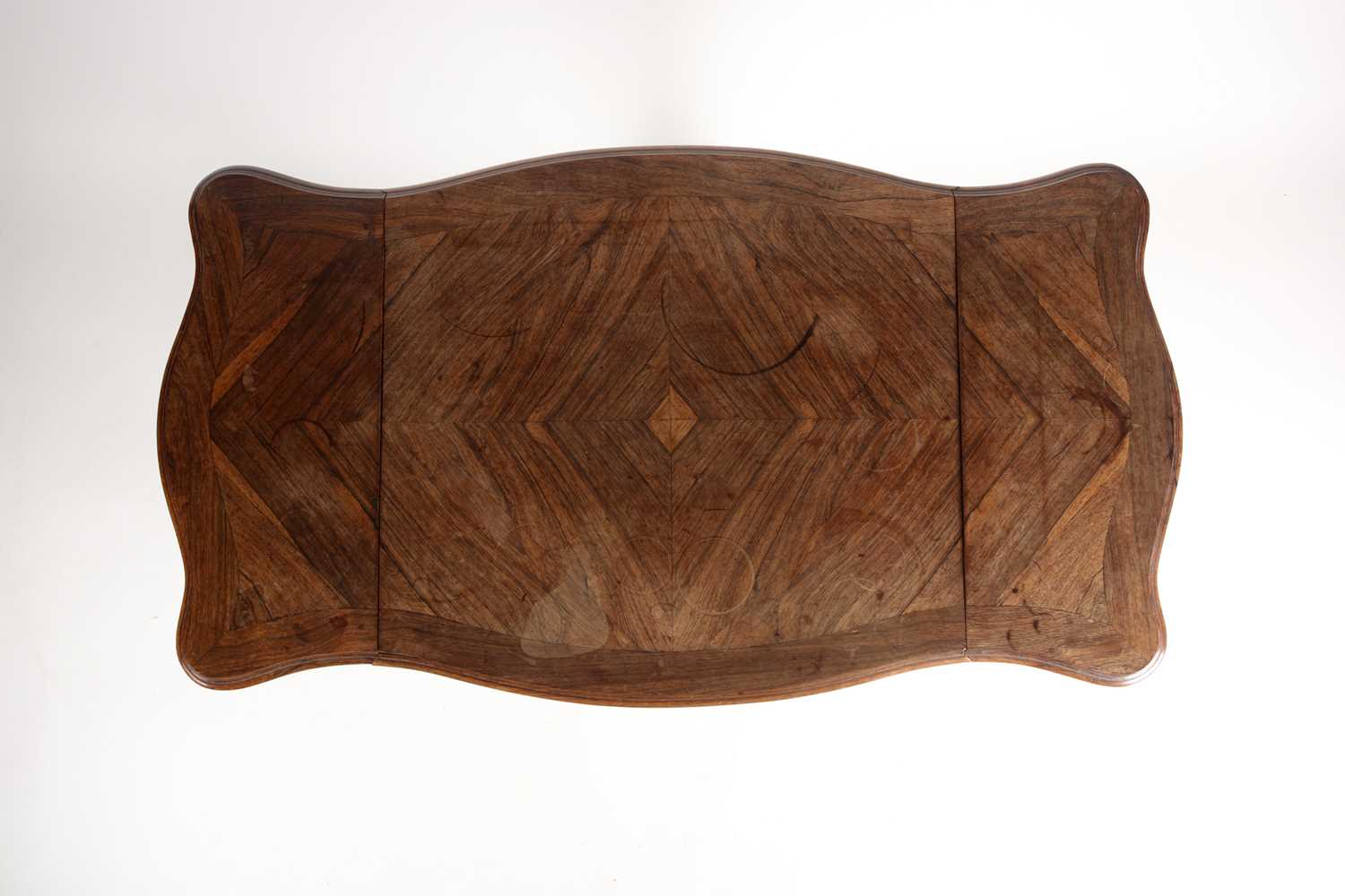 A Louis XV style two flap low rosewood table of serpentine form. Fitted a single frieze drawer - Image 6 of 7