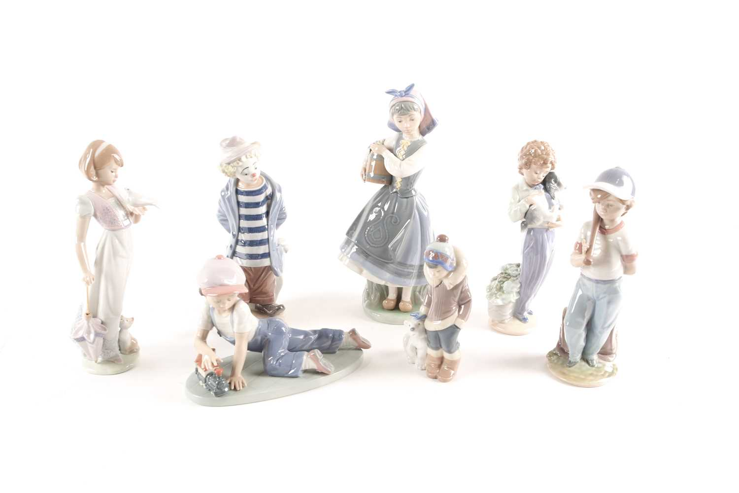 Seven Lladro figures, five of which are annual Lladro Society, tallest 26.5cmQty: 7Condition report: