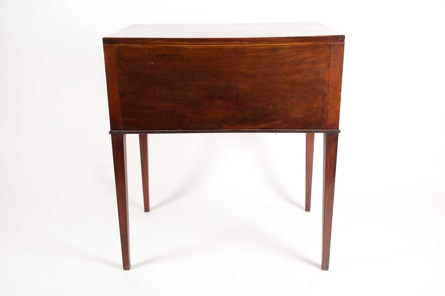 An Edwardian satinwood and tulipwood banded mahogany caddy topped kneehole dressing table with one - Image 5 of 5