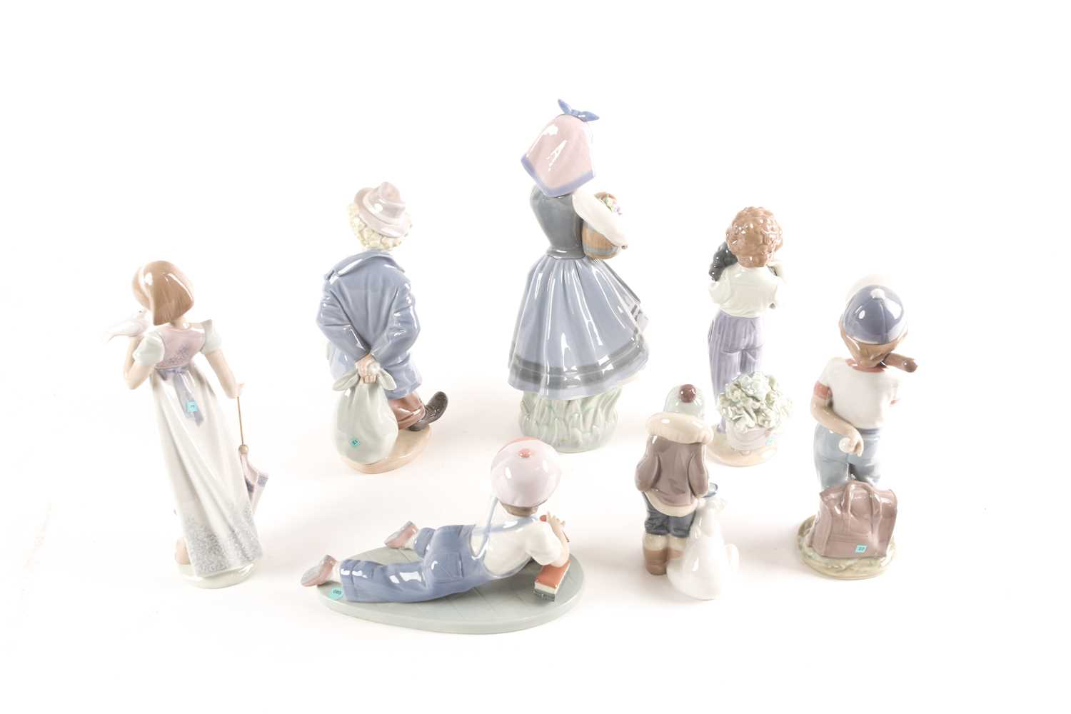 Seven Lladro figures, five of which are annual Lladro Society, tallest 26.5cmQty: 7Condition report: - Image 2 of 4