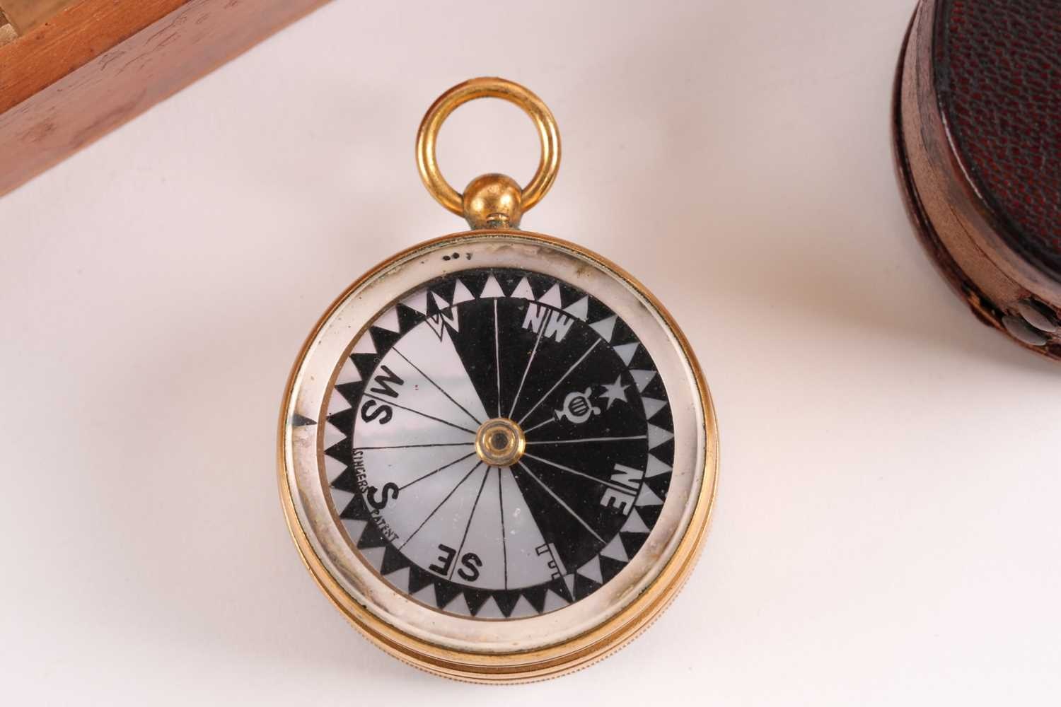 M. Aronsberg. A pocket barometer/compass compendium/ thermometer. Bearing the legend M. - Image 3 of 6