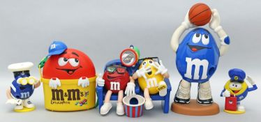 6 Teile Werbung mit M&M Figuren.
