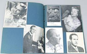 Sammlung von 35 Autogrammkarten/Fotos.