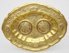 Barockes Tablett einer Messgarnitur.