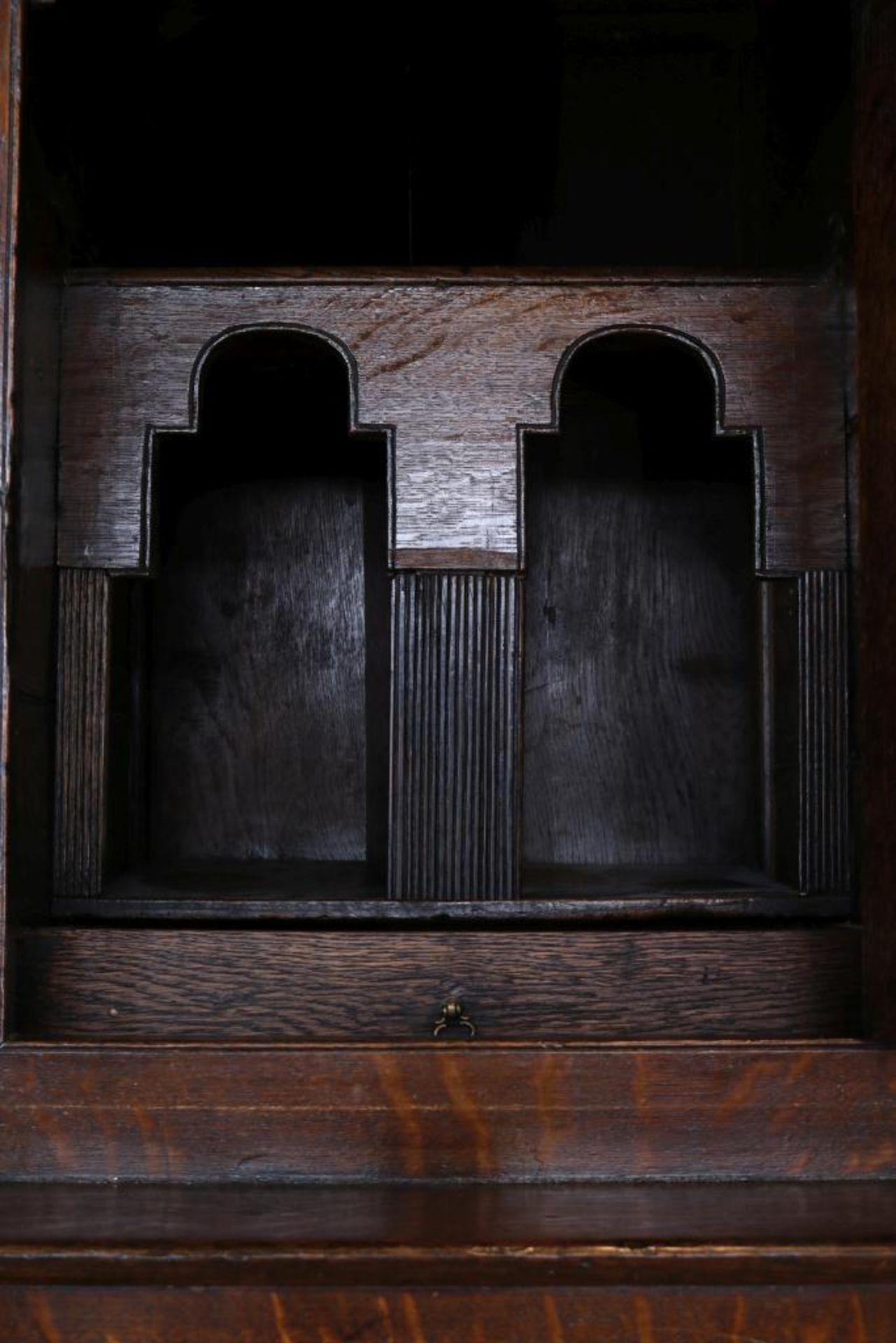 Eiken kast, zgn. Tridarn court - Image 4 of 4