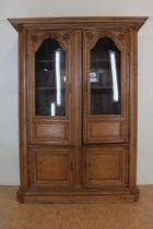 Eiken Louis XVI vitrinekast met 4 deuren