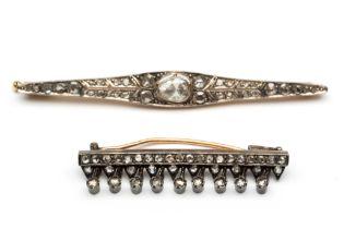 Twee gouden en zilveren staafbroches, 19e eeuw,