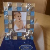 X 48 BRAND NEW THE JULIAN COLLECTION PHOTO FRAMES. MEAS: 30.8 X 27.9 X 26.7 CM.