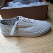NEW & BOXED WHITE SCORCH GENTLEMANS SHOES SIZE UK - 12/ EU - 46/ US -13 BY TOPMAN. RRP £39.99