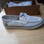 NEW & BOXED WHITE LAGUNA GENTLEMANS SHOES SIZE UK - 12/ EU - 46/ US -13 BY PENGUIN. RRP £40