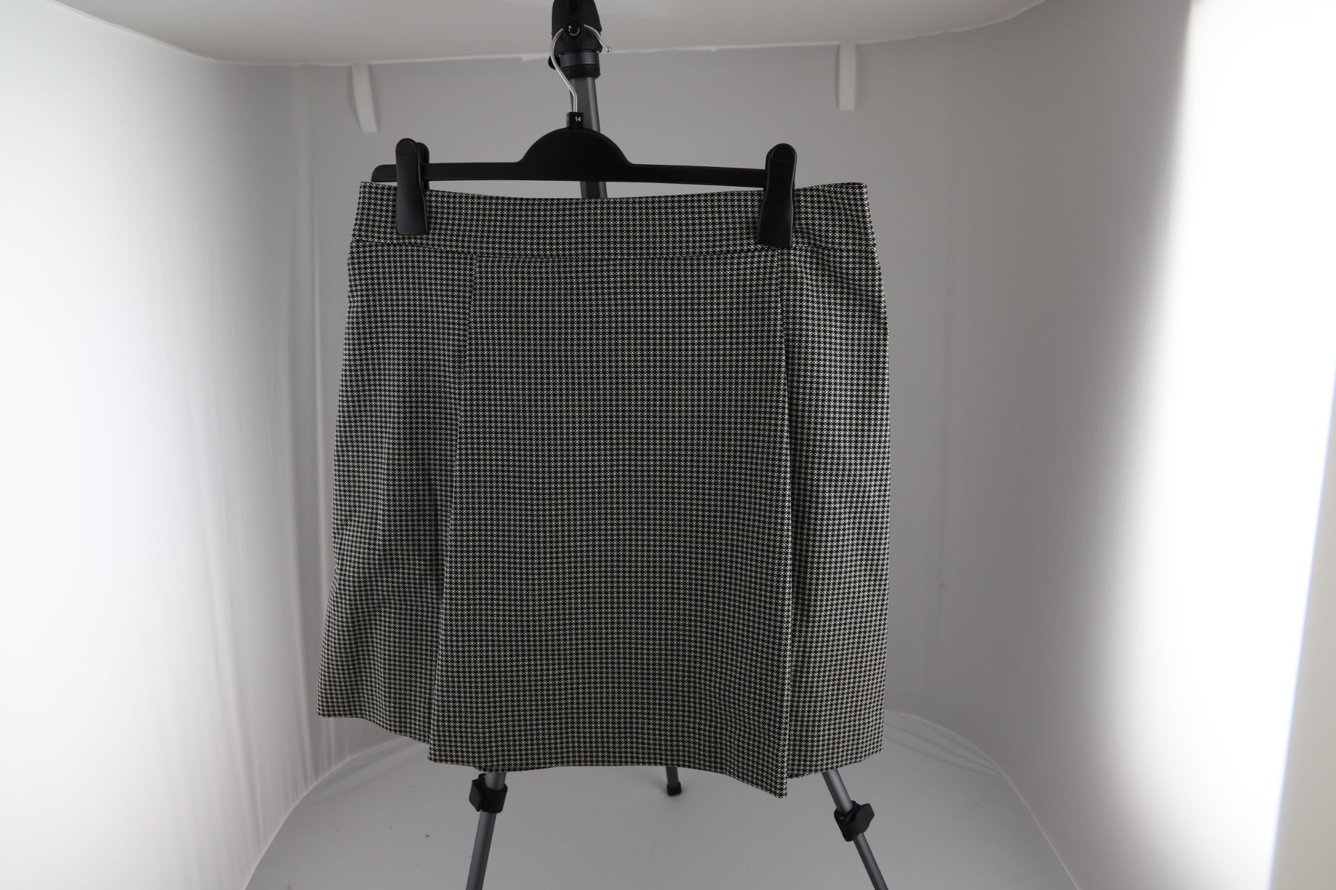 1 x mixed pallet = 163 items of Grade A M&S Womenswear. Approx Total RRP £5521.00 - Image 5 of 9