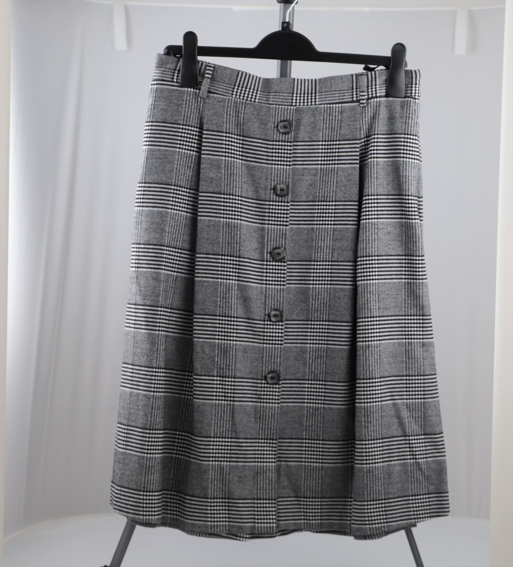 1 x mixed pallet = 184 items of Grade A M&S Womenswear. Approx Total RRP £5639.50 - Image 3 of 10