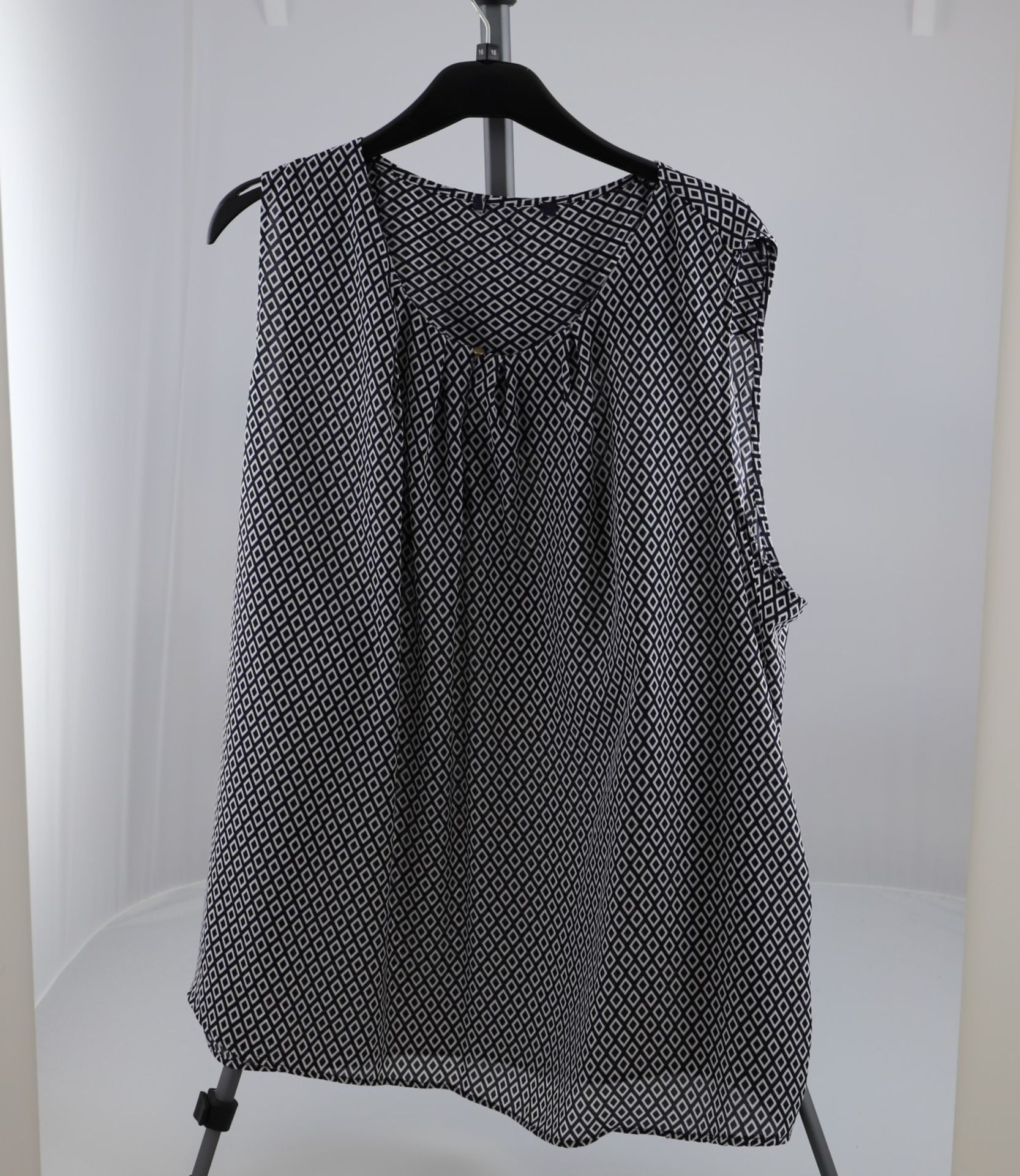 1 x mixed pallet = 220 items of Grade A M&S Womenswear. Approx Total RRP £6612.50 - Image 5 of 8