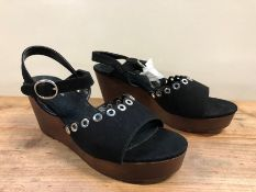 1 X PAIR OF WOMEN'S CASTALUNA WEDGE HEEL SHOES / SIZE: 5.75 UK SOURCED FROM LA REDOUTE - CONDITION