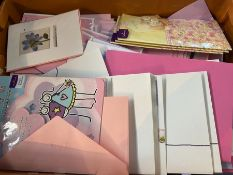 1 X TOTE TO CONTAIN AN ASSORTMENT OF MOTHERS DAY CARDS WITH ENVELOPES ENCLOSED