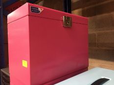 1 LOT TO CONTAIN A PINK METAL LOCKABLE STORAGE BOX