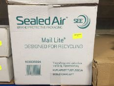 1 LOT TO CONTAIN A BOX OF SEALED AIR MAIL LITE BUBBLE LINED POSTAL BAGS J/6 300 X 440MM
