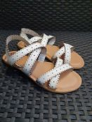 ONE PAIR OF LA REDOUTE COLLECTIONS WHITE LEATHER STRAP SANDALS - SIZE EU 36. RRP £40.00 GRADE A* -