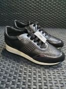 ONE PAIR OF GEOX TABELYA LEATHER TRAINERS IN BLACK - SIZE UK 7.5. RRP £115.00 GRADE A* - AS NEW WITH