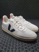 ONE PAIR OF VEJA CHROME FREE LEATHER LACE UP TRAINERS IN WHITE WITH NAVY/RED - SIZE UK 8. RRP £115.
