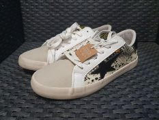 ONE PAIR OF LE TEMPS DES CERISES CITY MULTI TRAINERS PYTHON PRINT IN WHITE AND CREAM - SIZE UK 6.