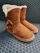 ONE PAIR OF LA REDOUTE COLLECTIONS FAUX FUR LINED ANKLE BOOTS WITH FLAT HEEL AND BOW TRIM IN BEIGE -